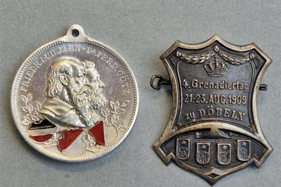 Diese gut erhaltene Medaille von einem Turnfest und ein Anstecker vom Grenadiertag 1909 sind in den Bestand des Museums aufgenommen worden.
