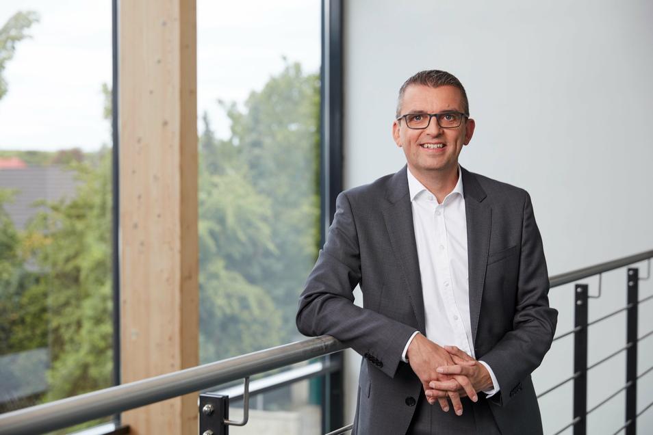 Hallo Du: Der Herr Vorstandsvorsitzende Dr. Stephan Lowis bietet allen Mitarbeitern des Chemnitzer Energiekonzerns Envia-M an, auf das Siezen zu verzichten.