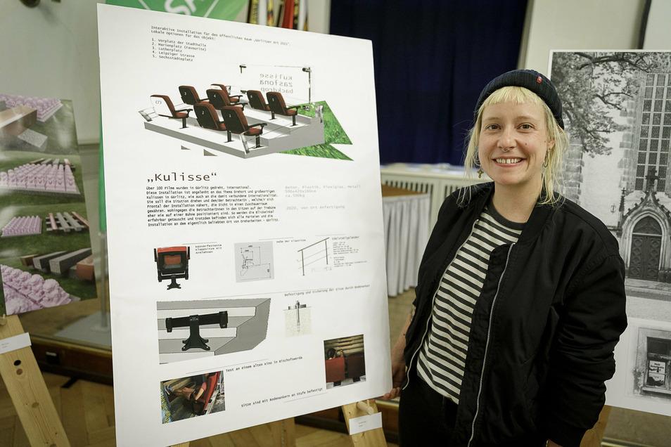 Lisa Maria Baier: Ich will Kinosessel verkehrt herum auf eine Tribüne bauen und davor eine Plexiglasplatte anbringen. Auf Leute, die von vorn auf die Tribüne zulaufen, wirkt es wie eine Inszenierung. So dreht sich das ganze Kinoerlebnis um.
