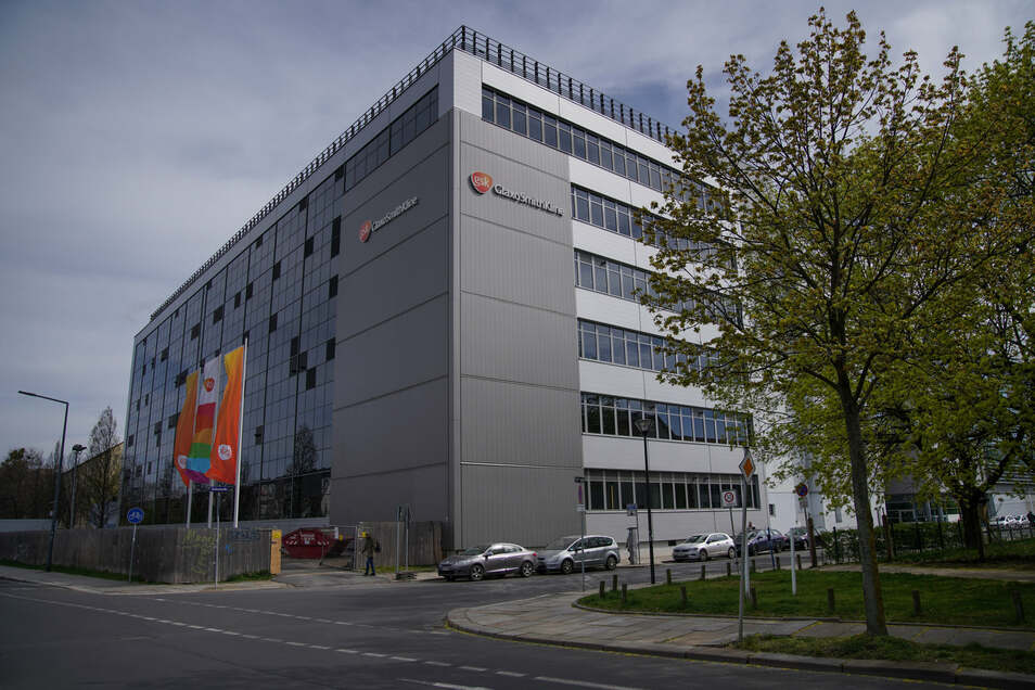 Um die 750 Mitarbeiter des Dresdner GSK-Standorts zu schützen, gibt es strenge Hygiene-Maßnahmen im Haus. Auch die Herstellung anderer wichtiger Impfstoffe ist sonst in Gefahr.
