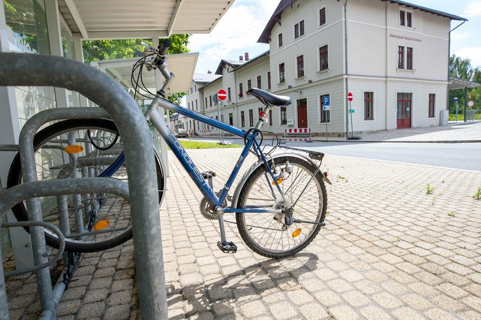 Fahrrad am Sebnitzer Bahnhof: Für die Anzahl der Fahrradständer hat Sebnitz zuletzt bei einem Test gut abgeschnitten. Wie sieht es mit den Radwegen aus?