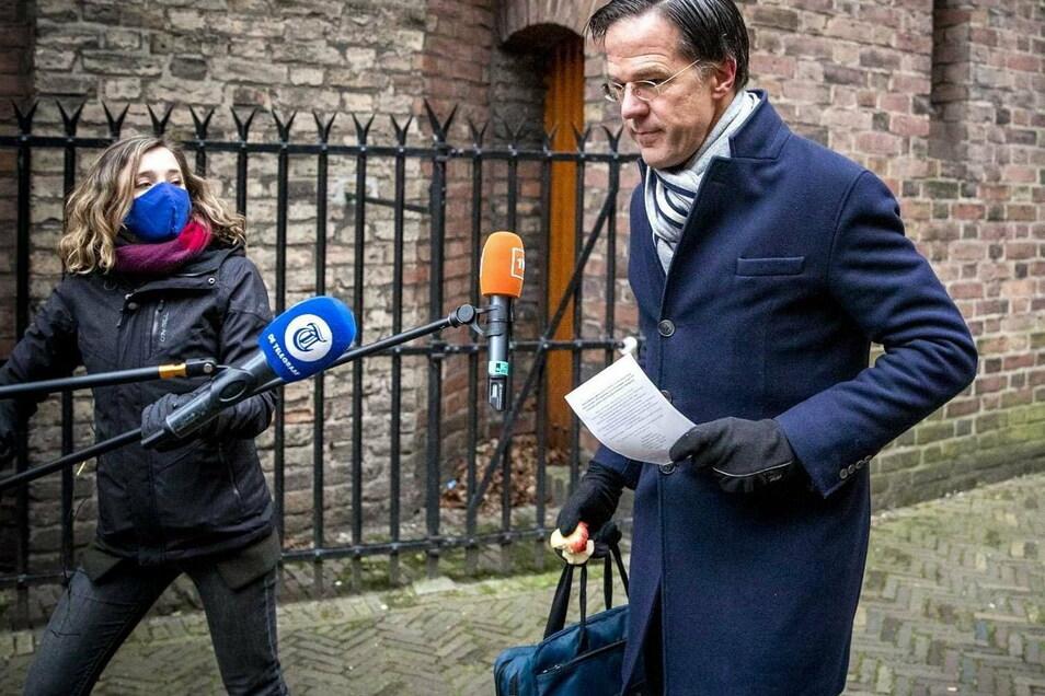 Wenige Wochen vor der Parlamentswahl im März ist die niederländische Regierung um Mark Rutte zurückgetreten.