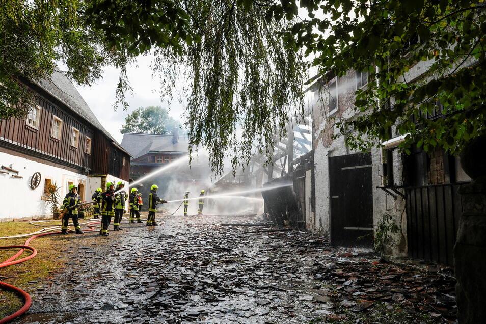Beim Brand der Scheune eines Dreiseitenhofs im Großschönauer Ortsteil Saalendorf ist am 24. August ein großer Schaden entstanden.