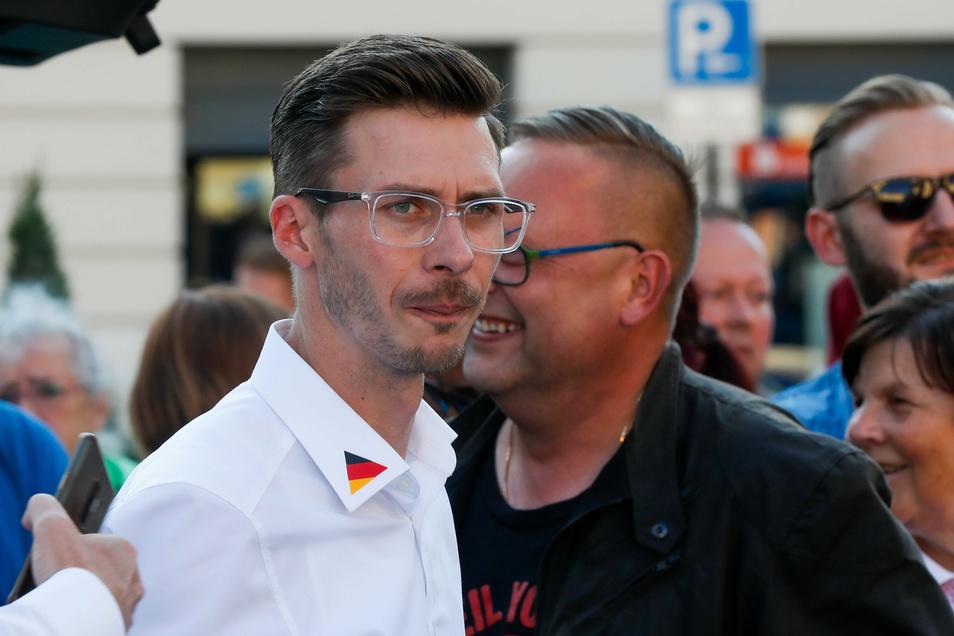 """AfD-Abgeordneter Mario Kumpf bei der Demo """"Keine Gewalt-Exzesse in unserer Lausitz"""" auf dem Löbauer Altmarkt"""