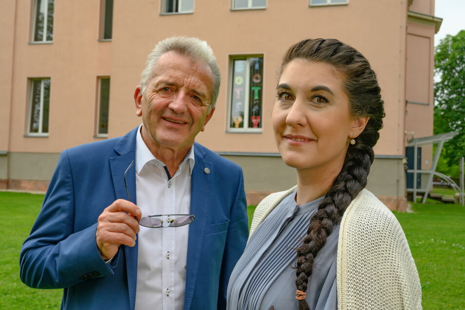 """Der Sonderpreis """"Fokus X – Bester Chancenmanager"""" geht an Melissa Blankenship-Küttner und Rüdiger School in Glauchau."""