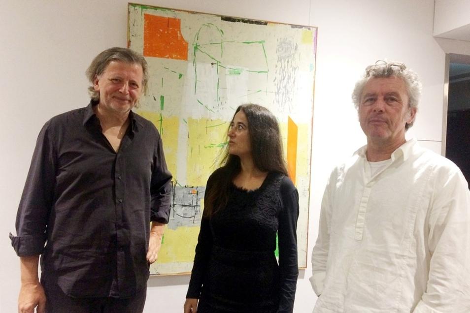 Michael Kruscha, Marina Linares und Frank Gottsmann (von links nach rechts) in der Ausstellung im Bürgerzentrum.