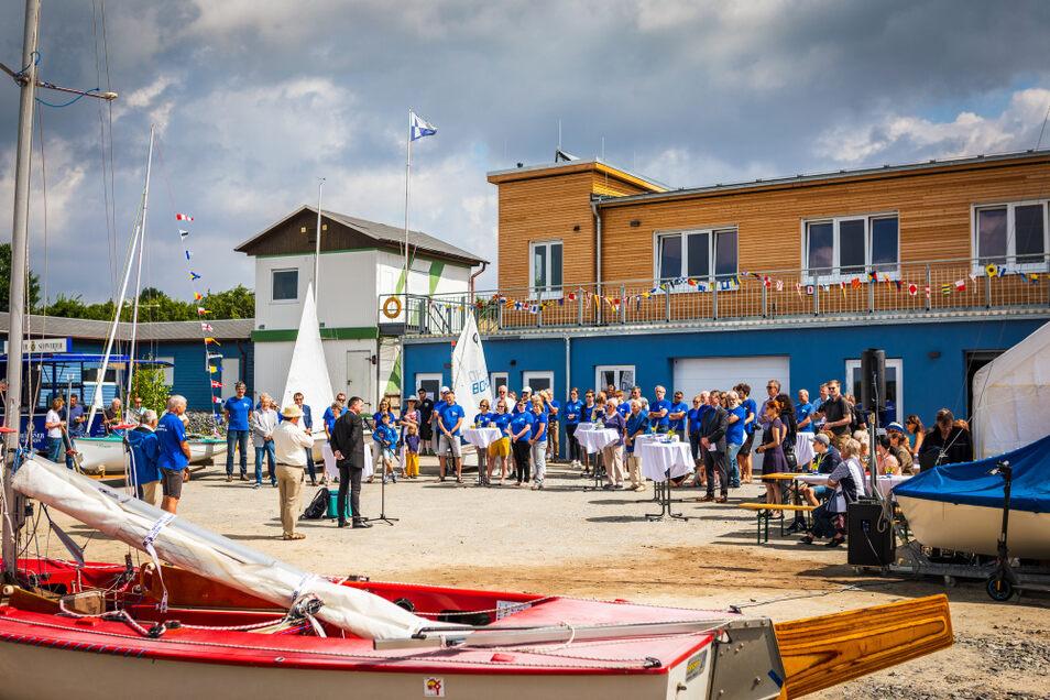 Die Mitglieder des 1. SCP erschienen am Wochenende zahlreich zu der Einweihung des neuen Gebäudes.