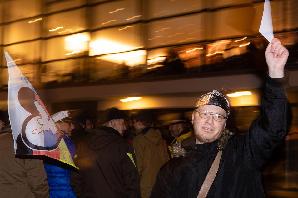 Marcel Fischer hatte die Aktion vor dem Bautzener Theater organisiert.