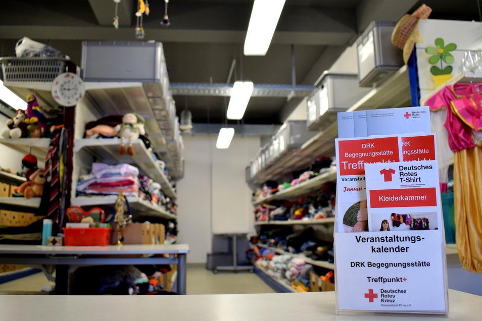 DRK-Kleiderkammer in Pirna: Sehr viele Sachspenden warten auf neue Besitzer.