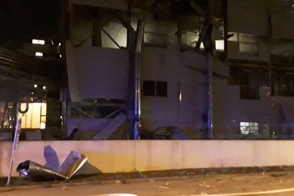 Die Feuerwehr in Tschechien veröffentlichte diese Bilder vom Explosionsort auf Twitter.