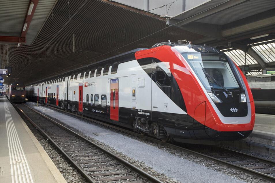 Halt im Bahnhof: Der neue Doppelstock-Schnellzug.