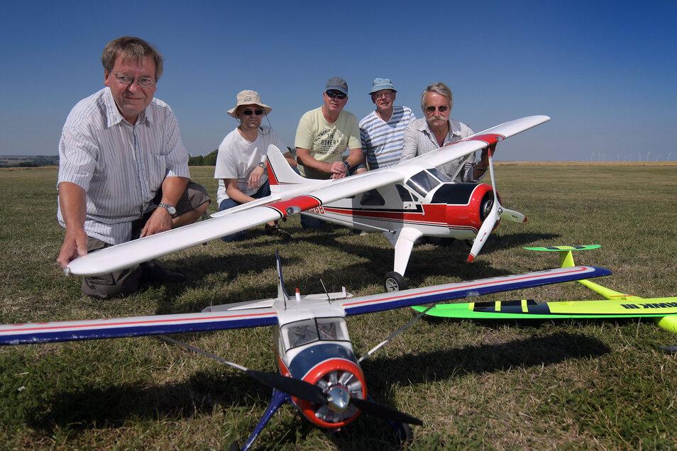 Die Abteilung Modellflug ist im Verein der Gleitschirm- und Drachenflieger Ostrau beheimatet.