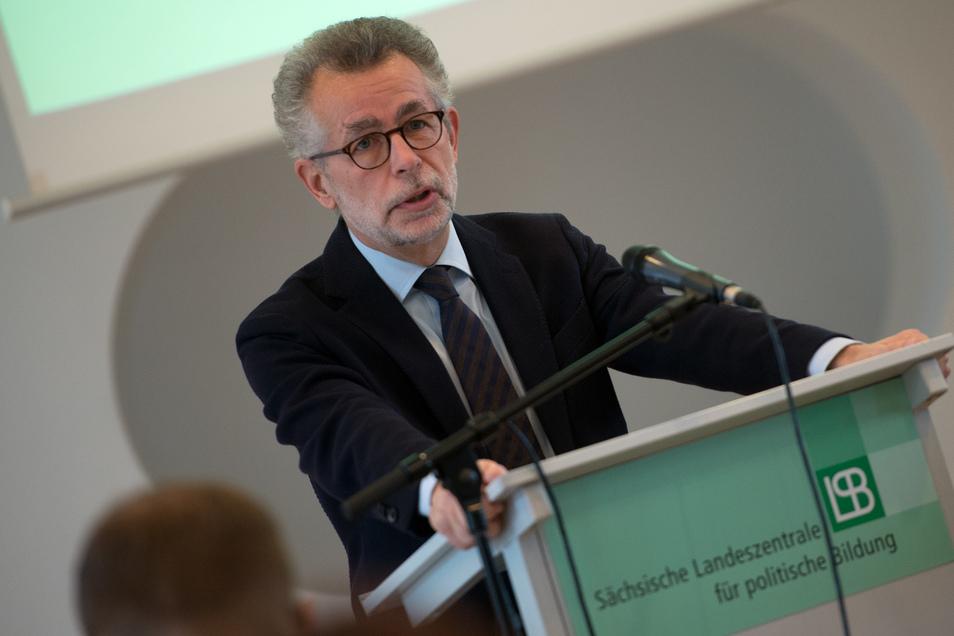 Hans Vorländer ist unter anderem Inhaber des Lehrstuhls für Theorie und Ideengeschichte am Institut für Politikwissenschaft der TU Dresden.
