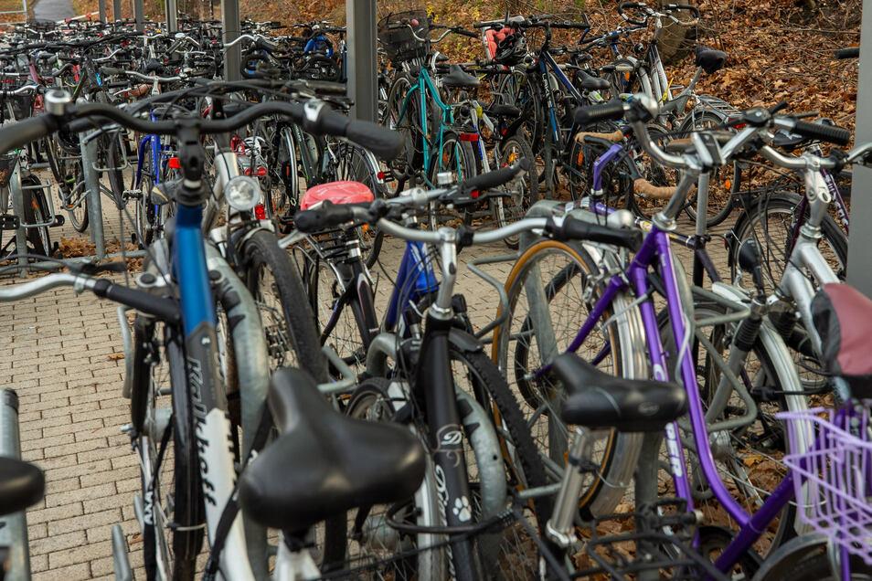 Fahrräder in Pirna: Bald mehr Platz zum Abstellen.