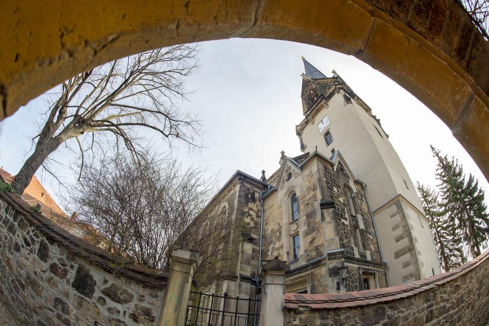 Auch in der Radebeuler Friedenskirche sind die Gottesdienste abgesagt. Pfarrer stehen trotzdem zur Verfügung.