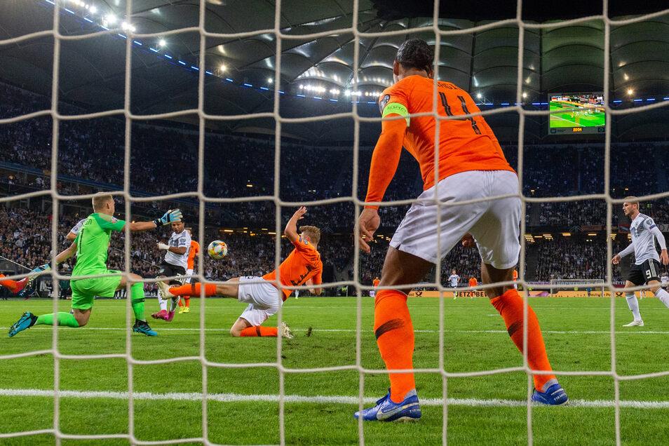 Da war die Welt noch in Ordnung: Serge Gnabry trifft zum 1:0 für die DFB-Auswahl.