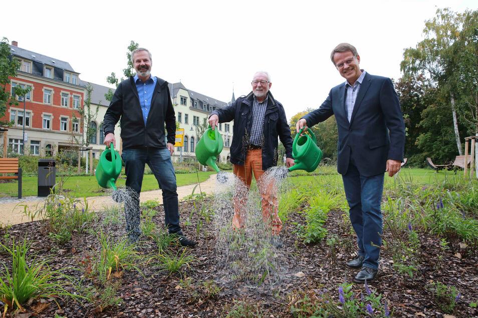 Im vergangenen Jahr wurde der Park an der August-Bebel-Straße durch den stellvertretenden Bürgermeister Detlev Dauphin (Freie Wähler, M.) und weitere Beteiligte eingeweiht.