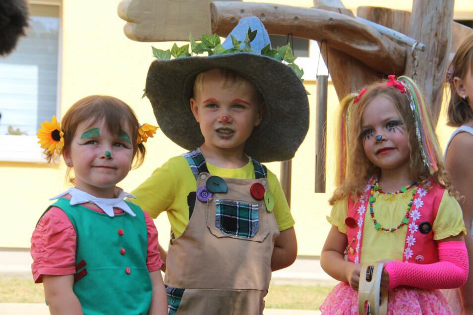 Bei der Spielplatz-Einweihung hatten sich einige Mädchen und Jungen der Kita als Figuren aus den Traumzauberbaum-Geschichten verkleidet.