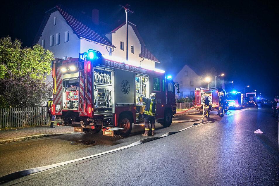 Wegen eines Kellerbrandes rückten mehrere Feuerwehren in Strahwalde an.