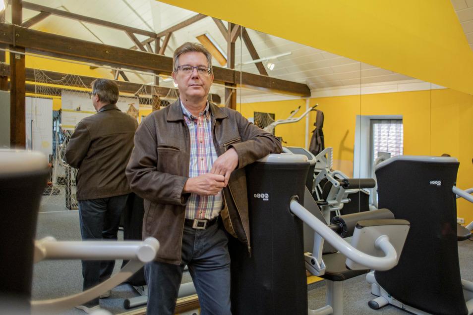Geschäftsführer Frank Pfützenreuter vom Gesundheitszentrum Pulsnitz mit Fitness, Reha-Sport und Physiotherapie ist enttäuscht, dass er die Einrichtung ab Montag schließen muss.