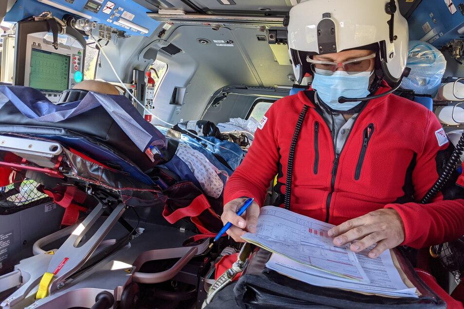 Er mag Action: Radovan Jakes, 36, Facharzt für Anästhesie, legt gern mal eine Schicht als fliegender Notarzt ein.