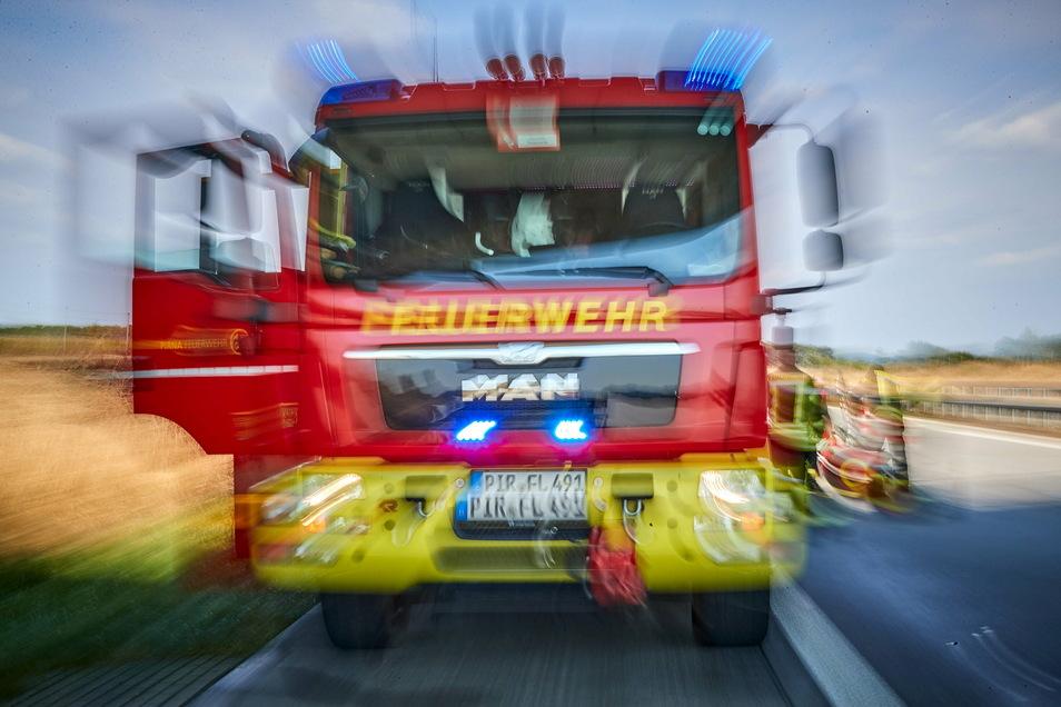 Im Zeitraum von Anfang 2019 bis Mitte 2020 kam es zu insgesamt 129 Straftaten, bei denen Angehörige von Rettungsdiensten oder der Feuerwehr zu den Opfern oder Geschädigten zählten.