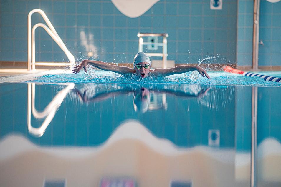 Hier ist Finn Schoop noch beim Training in der heimatlichen Schwimmhalle in Kamenz zu sehen.