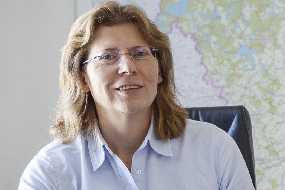 Heike Zettwitz an ihrem Schreibtisch im Görlitzer Landratsamt