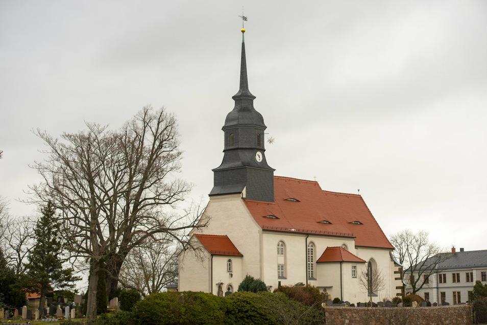 Die Reichenberger Dorfkirche steht auf einer kleinen Anhöhe im Unterdorf.