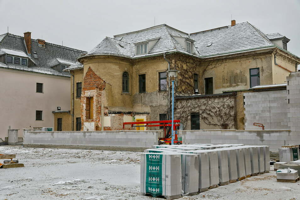 Grundschule Kittlitz wird umgebaut und saniert. Bodenplatte für eine neue Sporthalle. Foto: Rafael Sampedro
