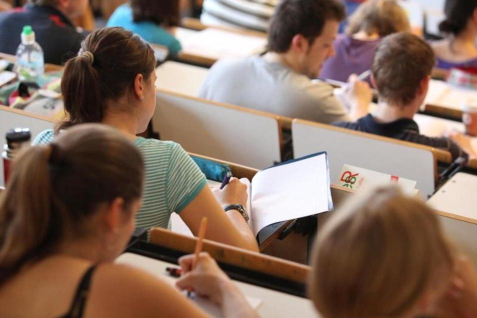Wer mit Wissensgewinn aus der Vorlesung gehen will, schreibt am besten mit.