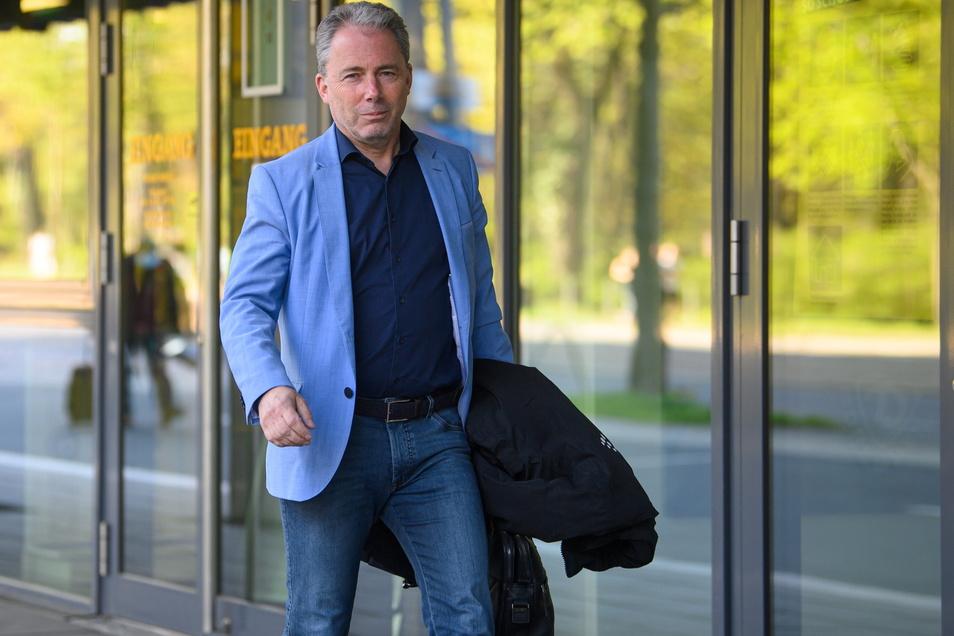 Geschäftsführer Jürgen Wehlend erklärt, nach welchen Kriterien Dynamo den Ausrüster aussucht.