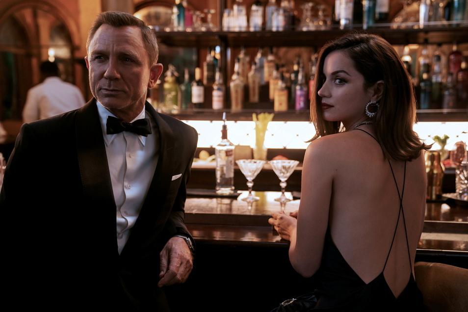 Daniel Craig als James Bond und Ana de Armas als Paloma im neuen Film.