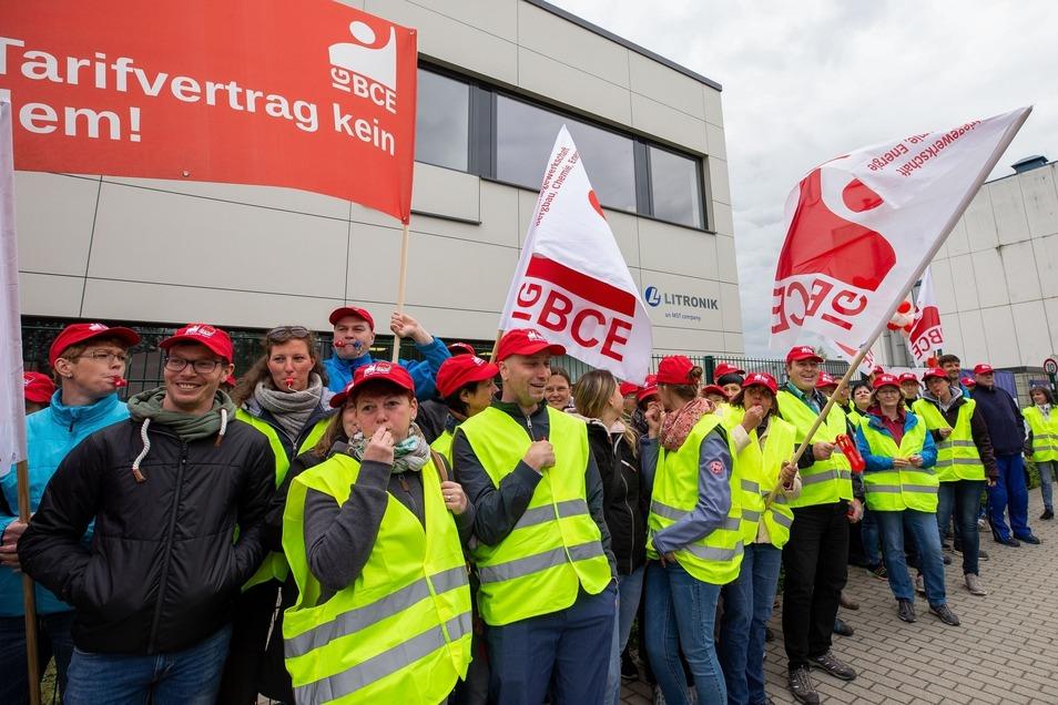 Gewerkschaftsaktion bei Litronik in Pirna-Copitz am Montag.