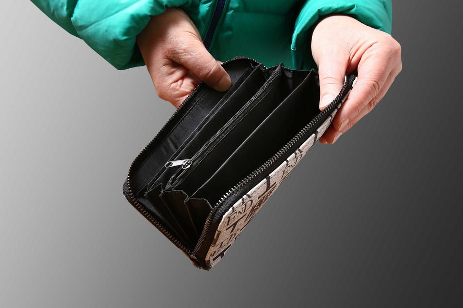 Wenn ein gestohlenes Portemonnaie nach neun Jahren wiedergefunden wird, ist die Überraschung groß (Symbolfoto).