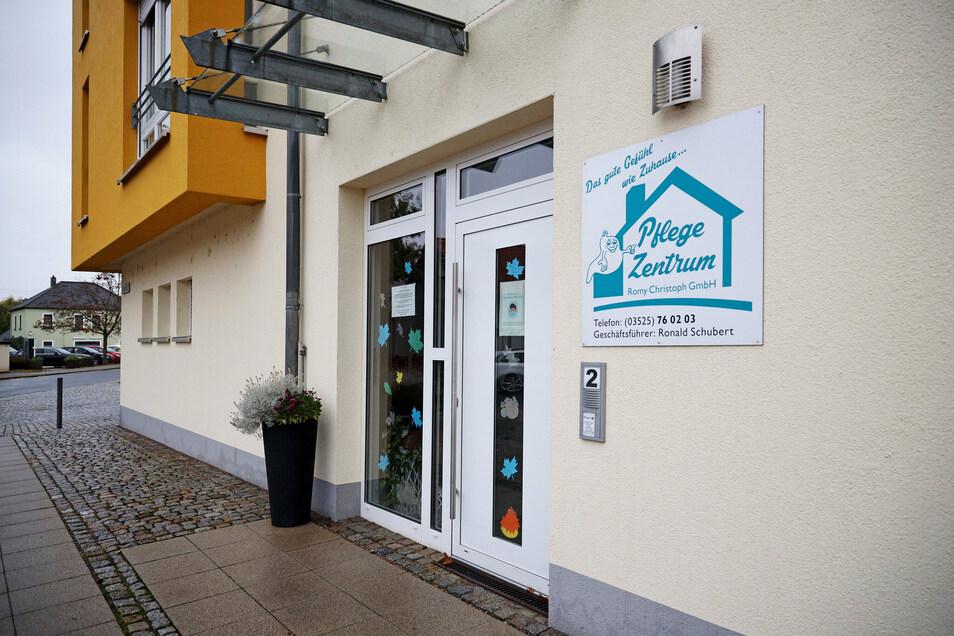 Das Pflegezentrum Romy Christoph in Röderau-Bobersen bleibt vorerst geschlossen. 22 Mitarbeiter und Patienten wurden hier positiv auf das Covid-19-Virus getestet.
