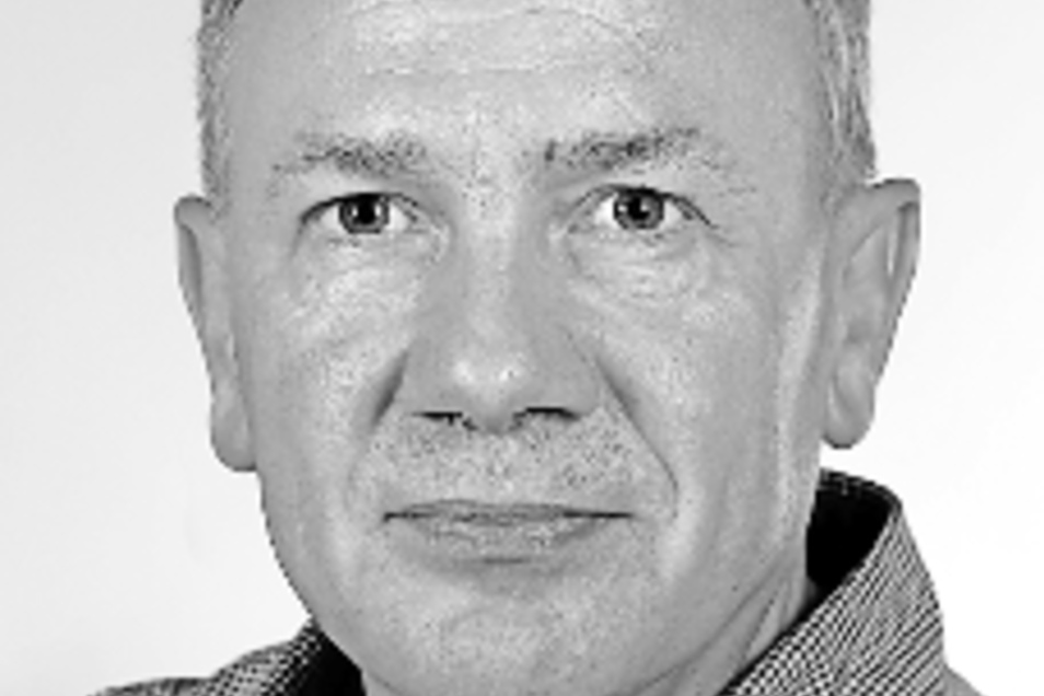 Ralf Kregel:Mackenroth hofiert in bester Blockflötenmanier einen Herrn Gysi.