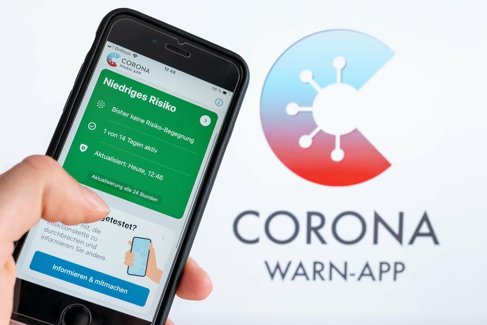 Die offizielle Corona-Warn-App auf einem iPhone. Nutzer werden benachrichtigt, sollten sie sich in der Nähe eines am Coronavirus -Erkrankten aufgehalten haben, wenn dieser die App ebenso installiert hatte und seine Erkrankung meldet.