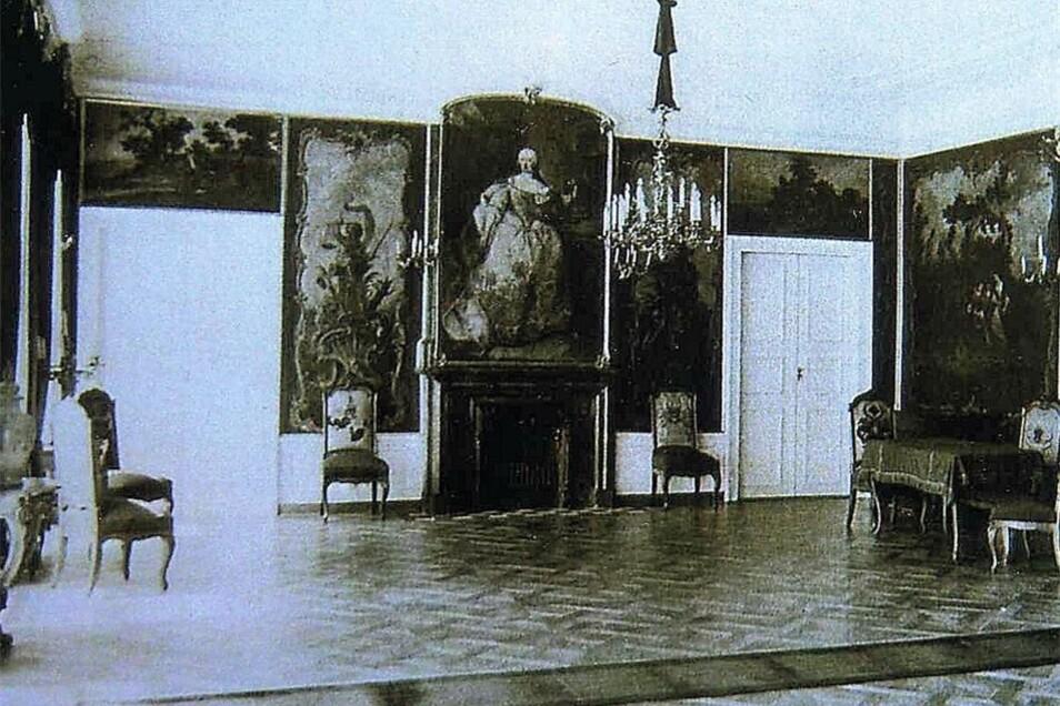 Der Gartensaal, wie ihn Gurlitt beschrieb, um 1930. Über dem Kamin das alte Bild der österreichischen Kaiserin.
