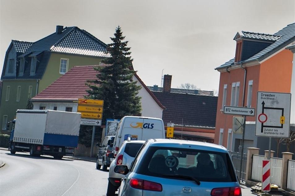 Für die Autofahrer heißt es derzeit in Großenhain Umleitungen beachten und mehr Zeit einplanen für das Warten an der Ampel auf der Dresdner Straße.