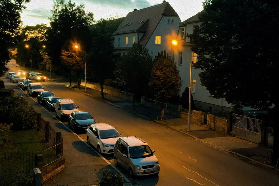 Abendstimmung an der Pirnaer Schillerstraße: Gehen hier bald die Straßenlampen länger aus?