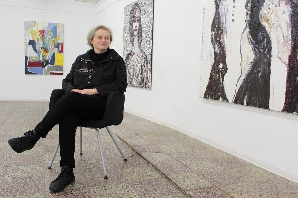 Galeristin Sabine Schubert hat Werke von Strawalde nach Pulsnitz geholt. Sie werden voraussichtlich bis 11. Juli in der Kunsthalle in Pulsnitz gezeigt, die gegenwärtig aber geschlossen ist.