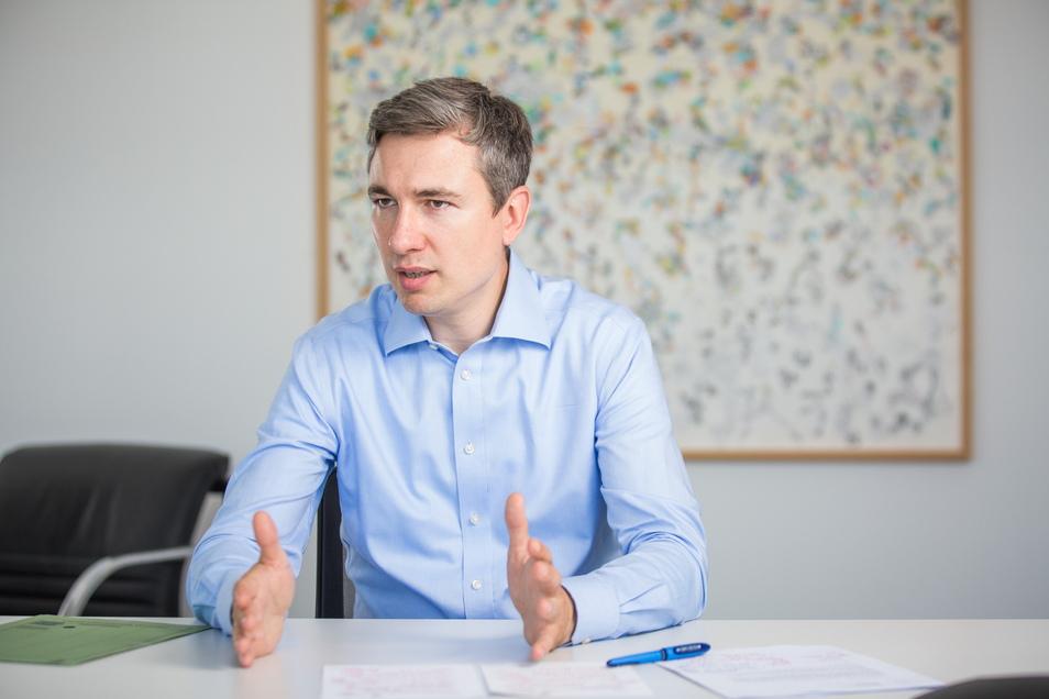 Baubürgermeister Stephan Kühn will beim Thema Schillerplatz auf dem Gaspedal bleiben.