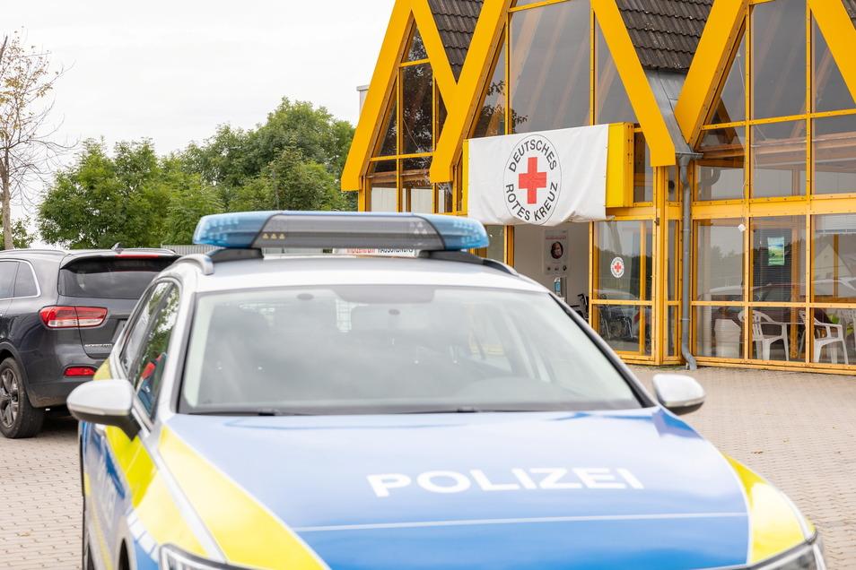 Im sächsischen Vogtlandkreis hat es einen Brandanschlag auf ein Impfzentrum gegeben. Es ist nicht die einzige Straftat an einer solchen Einrichtung in Sachsen.