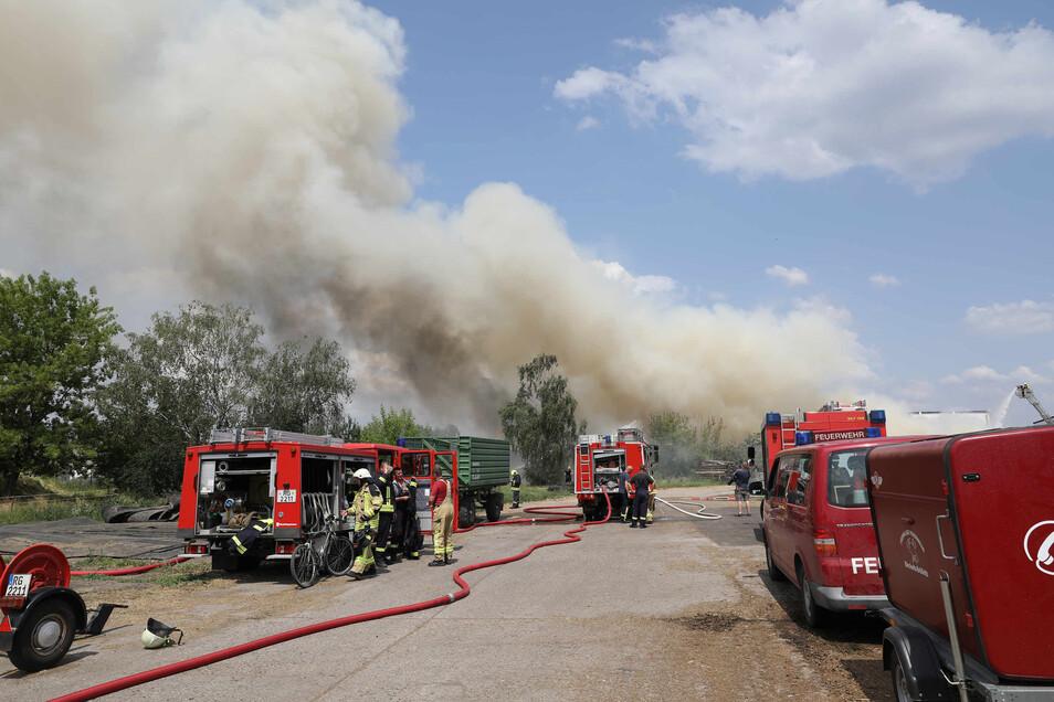 29 Fahrzeuge mit 144 Einsatzkräften aus verschiedenen Teilen des Landkreises Meißen sind vor Ort.