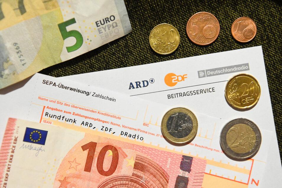 Die CDU in Sachsen-Anhalt wird wegen der Ablehnung des höheren Rundfunkbeitrags attackiert.