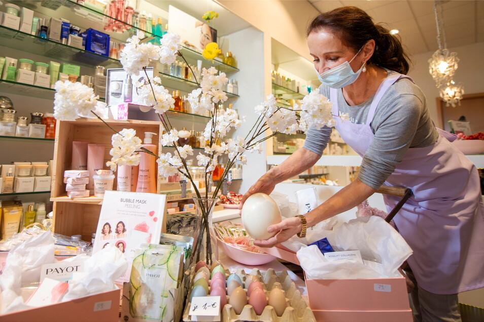 Osterschmuck im Kosmetikstudio von Gudrun Ast in Radebeul. Seit letzter Woche hat hier das Telefon geklingelt, wurde nach Terminen gefragt.