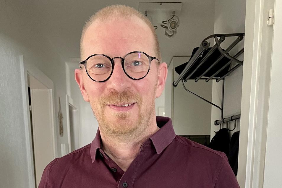 Mario Freytag stammt aus Ostsachsen und lebt seit vielen Jahren in der Schweiz. Dort arbeitet er als Milieutherapeut. In seiner Freizeit spielt er am liebsten Gran Turismo Sport.
