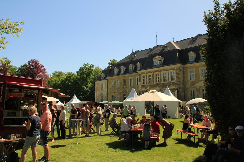 """Seit vielen Jahren darf bei der """"Landpartie"""" im Gaußiger Schlosspark nach Herzenslust gebummelt und gekauft werden. In diesem Jahr findet die Veranstaltung unter anderem Namen statt."""