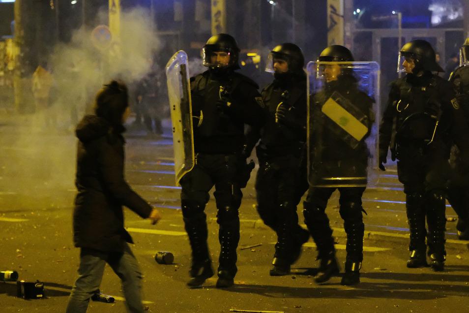 In der Silvesternacht wurde in Leipzig ein Polizist attackiert und schwer verletzt.